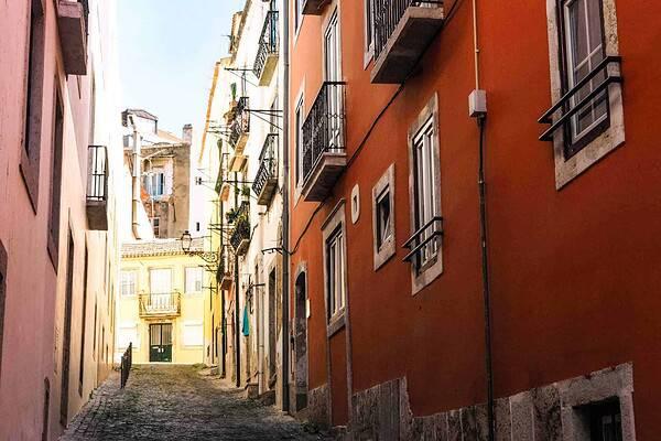 lisbon-hilly-street