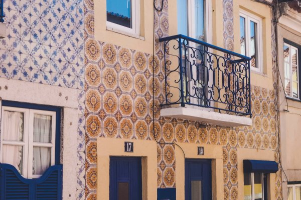 tiled-portugal-houses