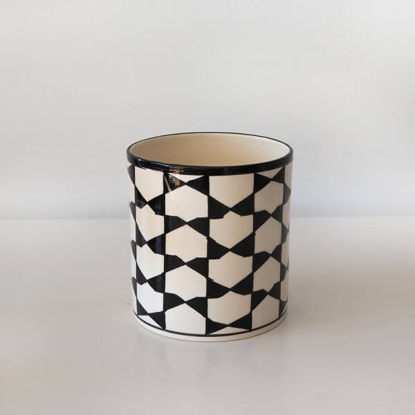 black-and-white-pot