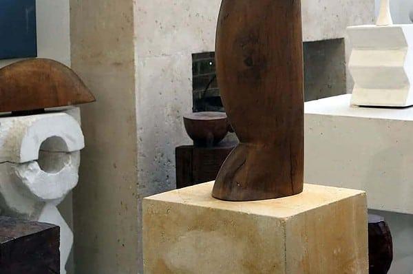 brancusi-wooden-sculpture