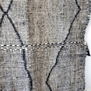 vintage-moroccan-black-and-white-rug