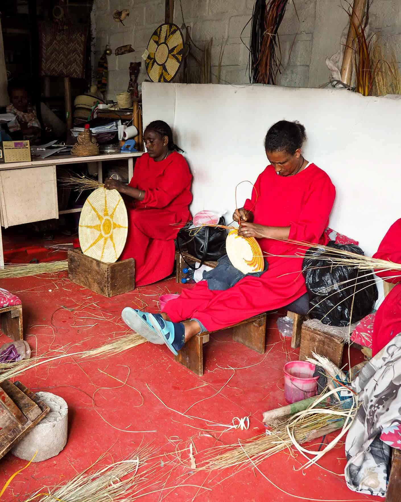 salems women weaving